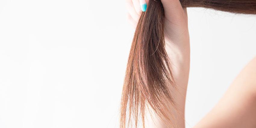髪を持つ女性