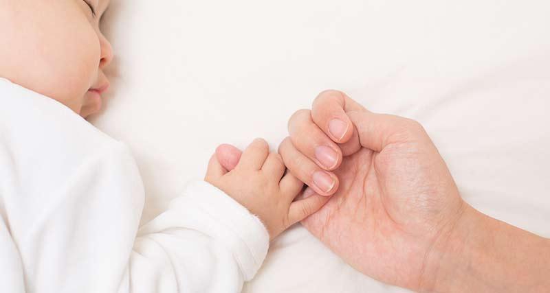 赤ん坊と母