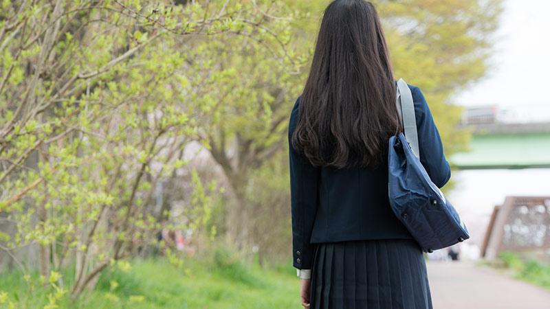 学生の後ろ姿