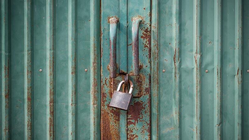 カギのついた扉
