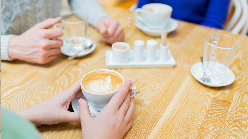 カフェでの会話
